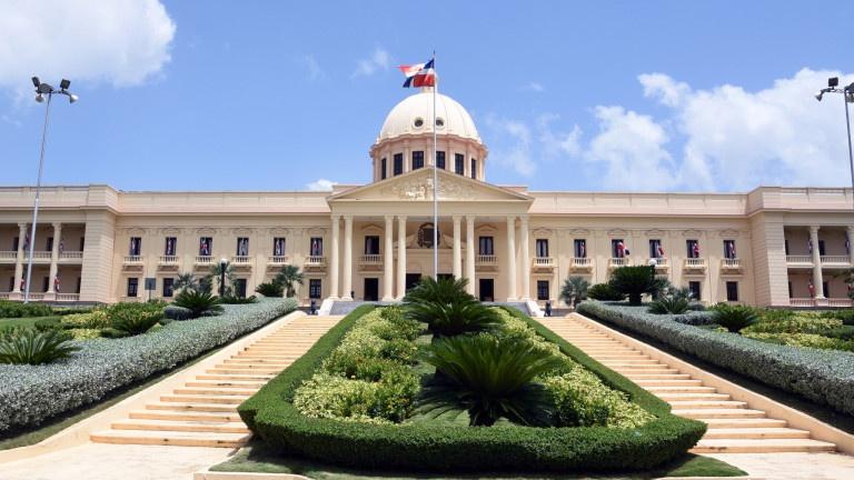 Poder Ejecutivo emite los primeros tres decretos del año con dos embajadores y nuevo director de ADESS