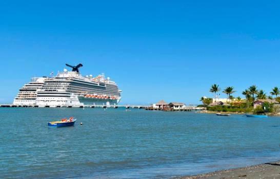 Miles cruceristas arribaron el Año Nuevo a Maimón, Puerto Plata