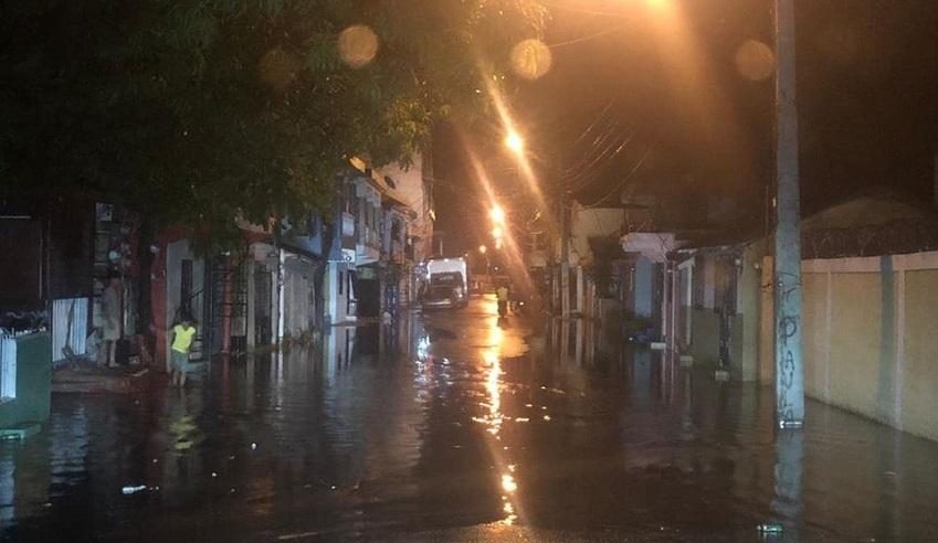 Otra vez se inundan vías sectores parte baja de Puerto Plata luego de registrarse lluvias