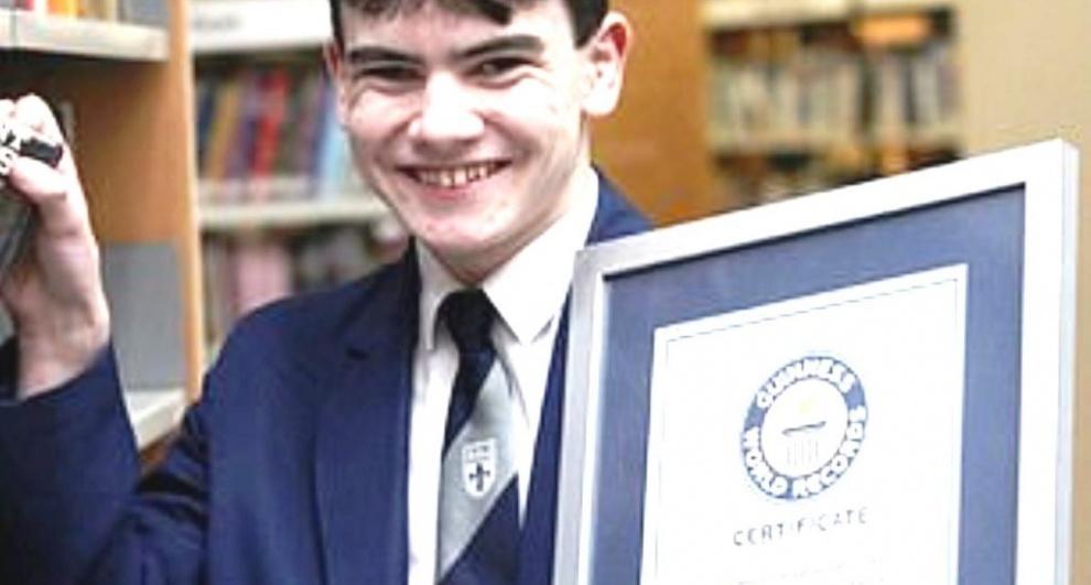 Adolescente establece récord mundial Guinnes al identificar 129 obras literarias sin equivocarse
