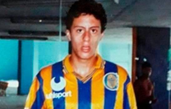 Policía afirma sus agentes solo controlaron y esposaron ex-futbolista argentino José Manuel Moreiras,