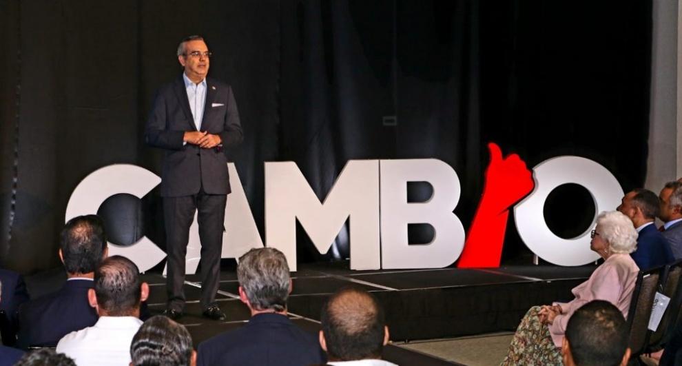 Luis Abinader define planes para generar grandes inversiones turísticas y 100 mil empleos en el sector