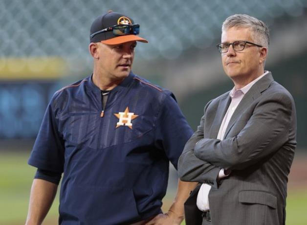 Gerente general y dirigente de los Astros suspendidos por un año de Grandes Ligas