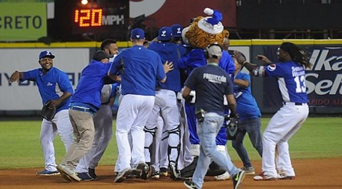 Tigres detienen racha derrotas y vencen Aguilas con gran labor de César Valdez