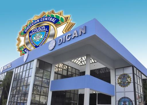 DICAN detiene dos en Villa Riva, le ocupan porción de marihuana y cocaína