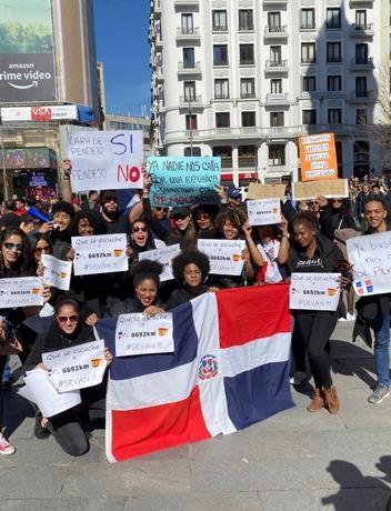 También en España los Dominicanos se manifiestan en contra de la suspensión de las elecciones