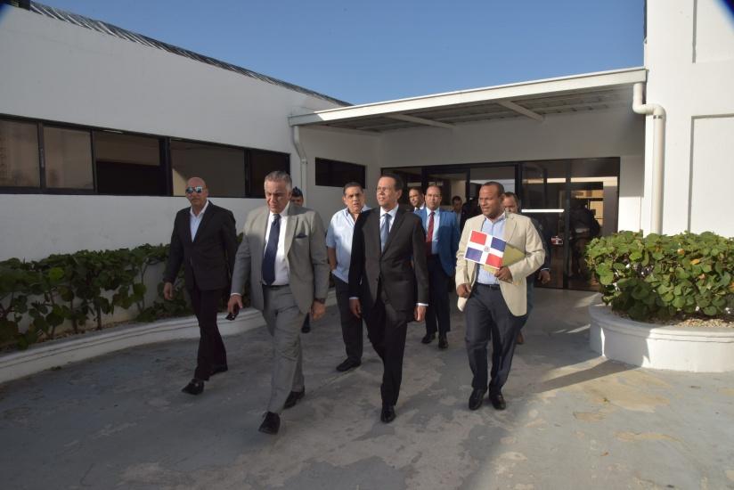 Ministro Peña Mirabal anuncia alianza estratégica con COD para que estudiantes y docentes usen Albergue Olímpico