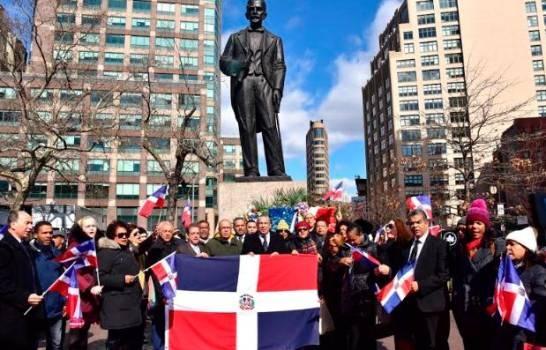 Consulado dominicano en Nueva York rinde tributo en la estatua del forjador de la Independencia Nacional