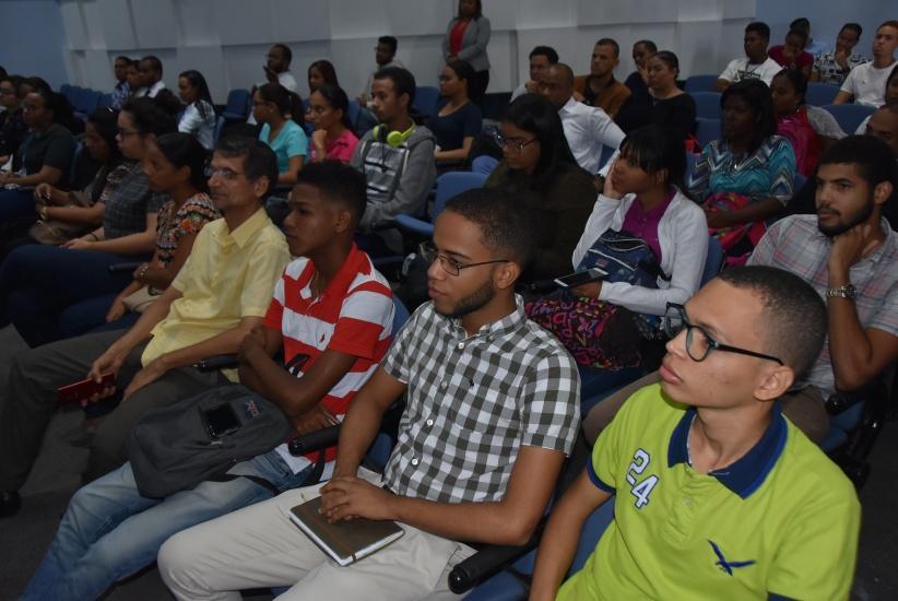 Juliana Hernández, gerente de comunicación de Scotia GBC, ofreció las informaciones durante un acto.