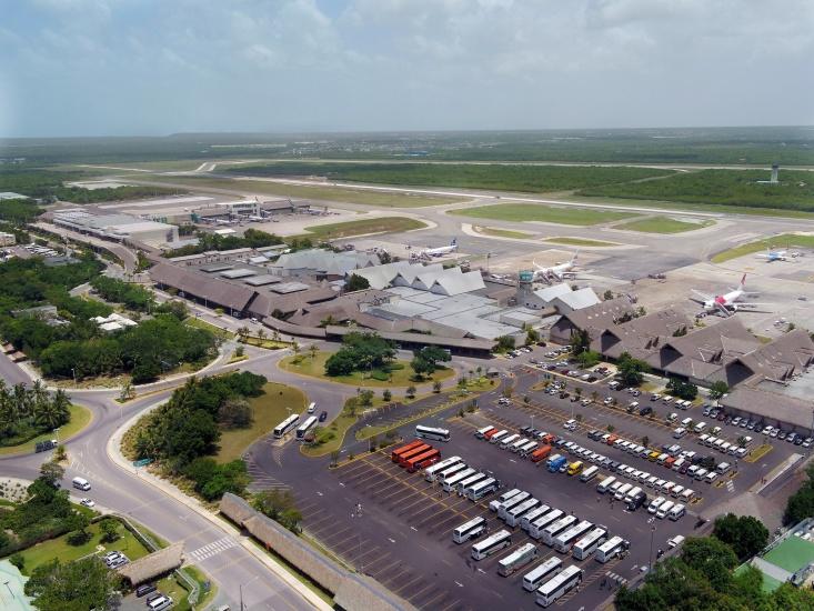 Aeropuerto Internacional de Punta Cana - Parqueos Terminal A.