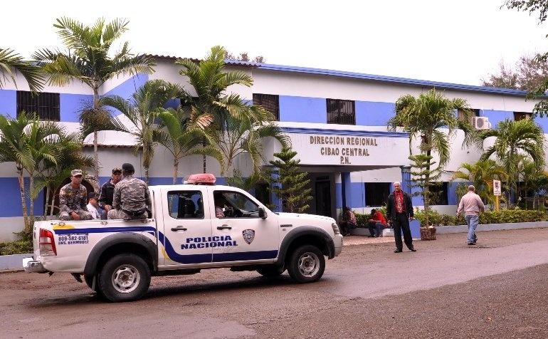 Policía apresó más de 700 personas en el Cibao Central en primer día de toque de queda