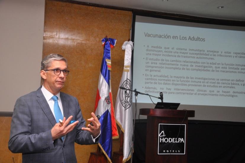 """Infectólogo Carlos Rodríguez: """"81% de los casos de COVID-19 no necesitarán estar en un centro de salud"""""""