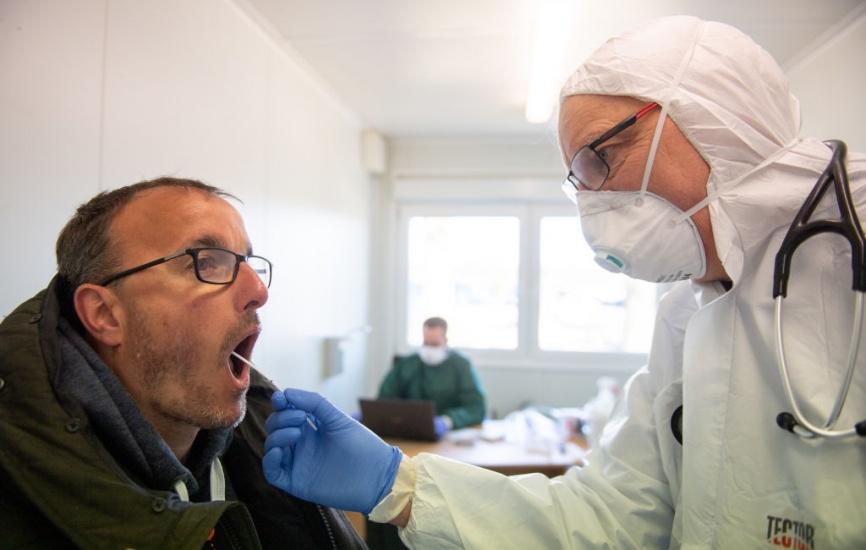 Desde hoy, cualquier médico con exequatur podrá indicar las pruebas de COVID-19