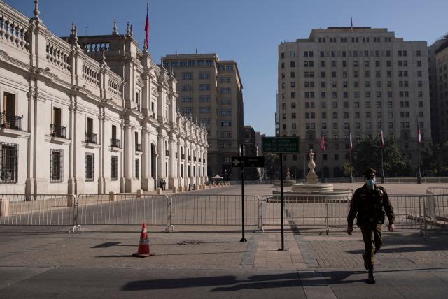 Santiago de Chile despierta en su primer día de cuarentena total