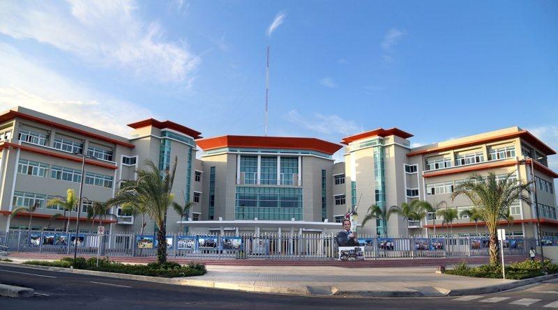 Ayuntamiento SDE dice paralizará construcción de parada de autobuses en Parque del Este
