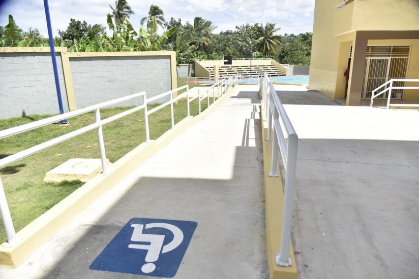 Presidente Danilo Medina entrega 25 centros educativos y tres estancias infantiles en siete provincias del Sur