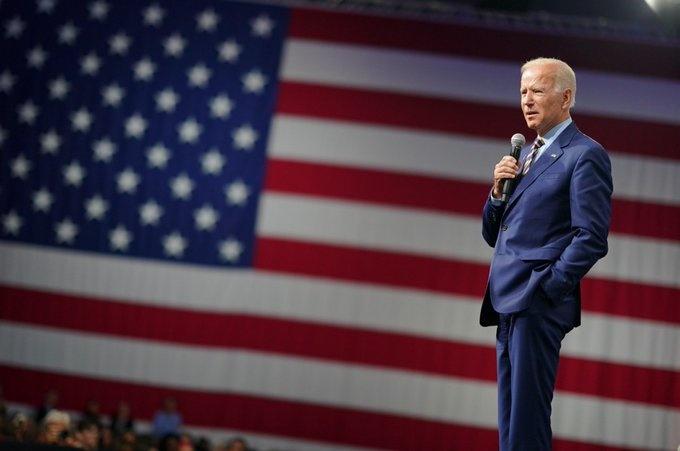 Biden aventaja holgadamente a Trump en encuestas electorales
