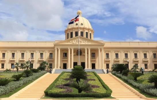 Presidente crea Comisión de Transición Gubernamental