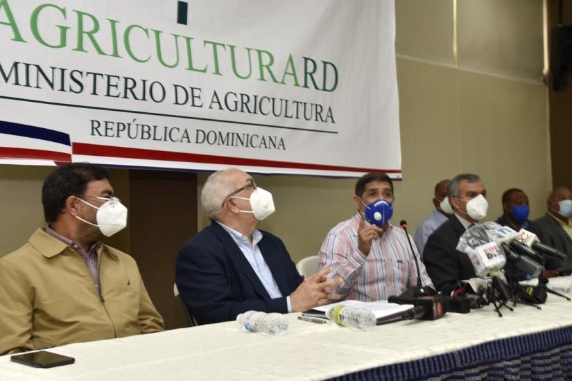 Ministerio de Agricultura y Banco Agrícola inyectarán cinco mil millones pesos para reactivar agropecuaria
