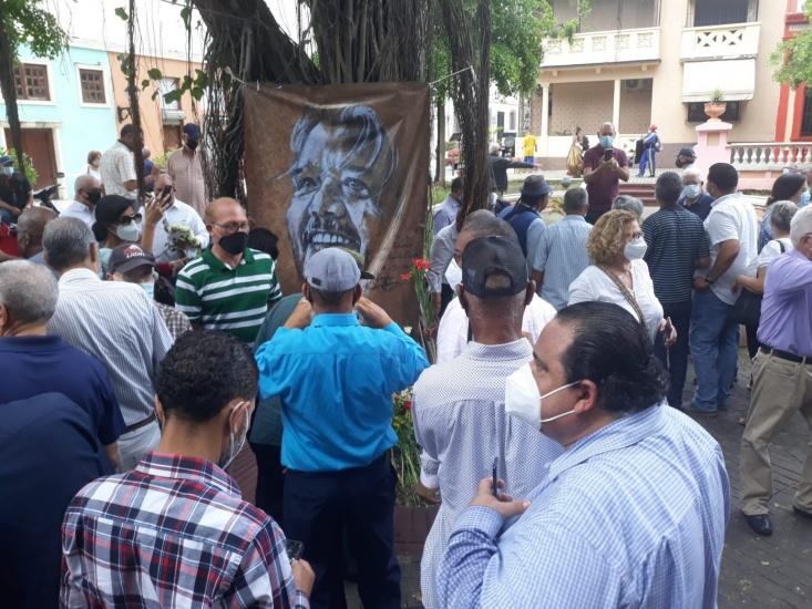 Emotivo homenaje floral de familiares y amigos al Gordo Oviedo