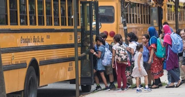 Inician en NYC clases con asistencia mínima de estudiantes; padres dominicanos temerosos enviar hijos