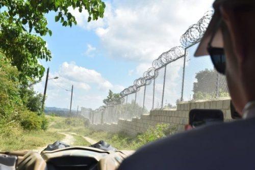 Semanas después tormenta Laura destruyera valla fronteriza, los haitianos tienen vía libre para ingresar a RD