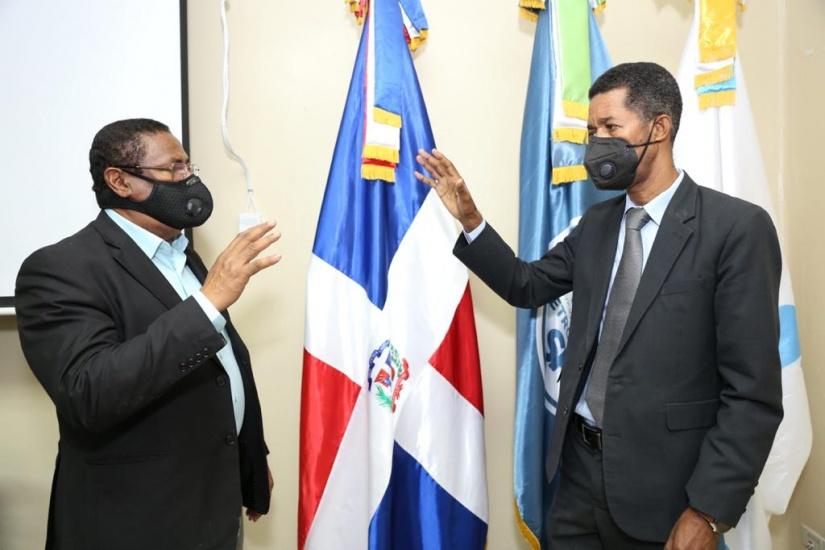 SRSM posesiona al doctorClementeTerrero en la Dirección del Hospital Robert Reid
