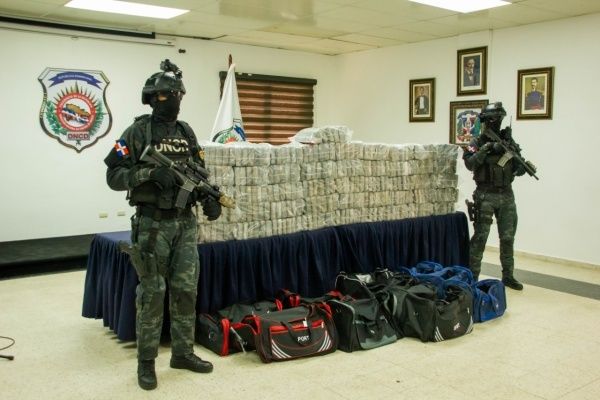 En medio de tiroteo ocupan 306 paquetes presuntamente de cocaina en Puerto Caucedo