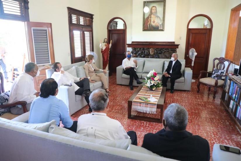 LA se reúne con obispo de Barahona, se compromete apoyar proyectos del Arzobispado