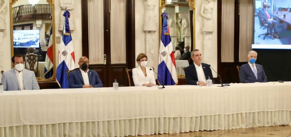 Gobierno firma contrato con empresa para exploración y explotación de hidrocarburos en cuenca de SPM