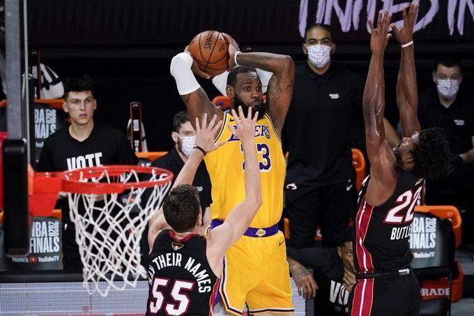 Lakers vencen al Heat y ponen 3-1 finales de la NBA