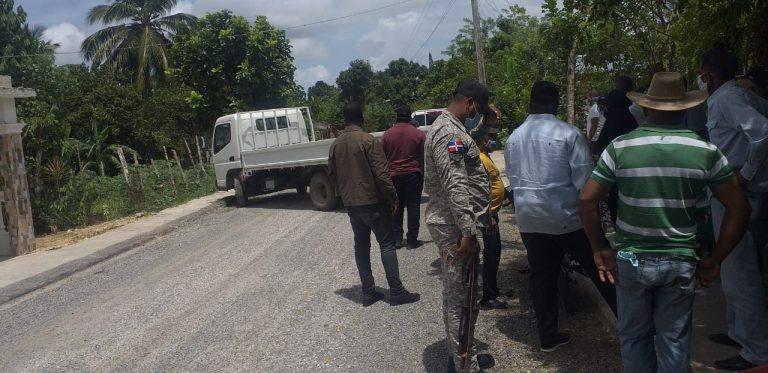 El IAD despoja con militares de un camión a productores de cacao de Río San Juan.
