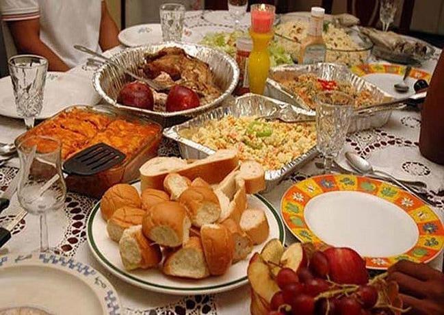 Opiniones divididas : Unos 'sí' y otros 'no' a cena navideña y toque de queda