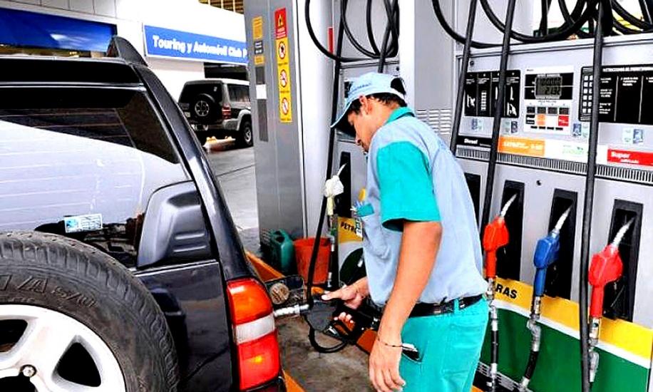 Aumentan precios de los combustibles; baja la gasolina regular