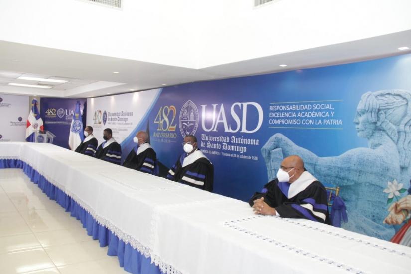 UASD inviste 746 profesiones en el nivel de Postgrado