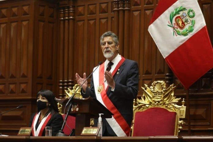 Francisco Sagasti asume la Presidencia de Perú para dar confianza y esperanza
