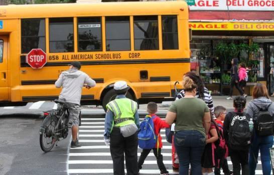 Cierran las escuelas de Nueva York por aumento de positividad de COVID-19