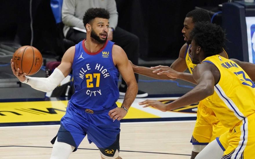Jokic y Nuggets frenan a Curry y Warriors, vencen 114-104