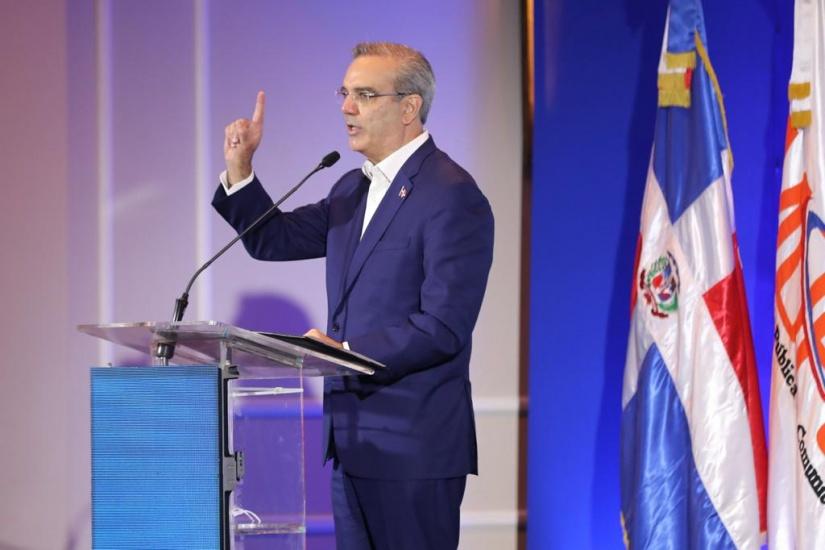 Presidente Abinader presenta Plan Nacional de Parqueo: orden y seguridad en el tráfico