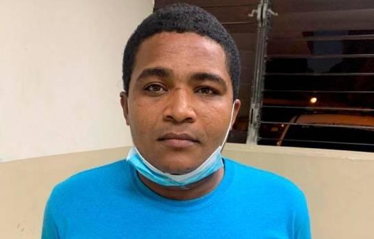 Envían a prisión a hombre acusado de dar veneno a cuatro mujeres en dos hospitales del Cibao; una murió