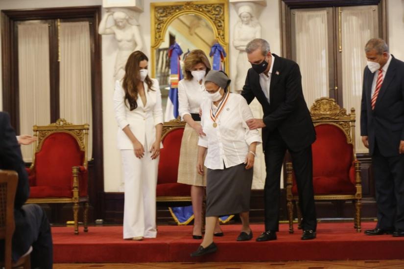 Presidente LA entrega Premio Nacional a la Calidad del Sector Público