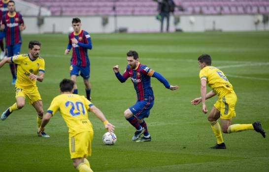 Barcelona empata con Cádiz en partido récord 506 de Messi; United y City ganan