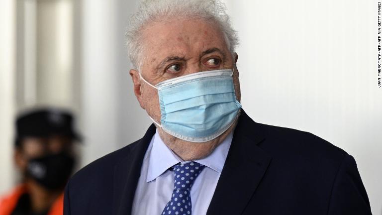 Ministro de Salud argentino, Ginés González García renuncia tras escándalo de vacunaciones a sus allegados