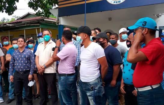 Ocupan local del PRM en Bonao en reclamo de empleos del gobierno