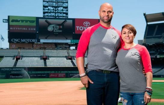 La esposa de Pujols anuncia que el pelotero se retirará este año