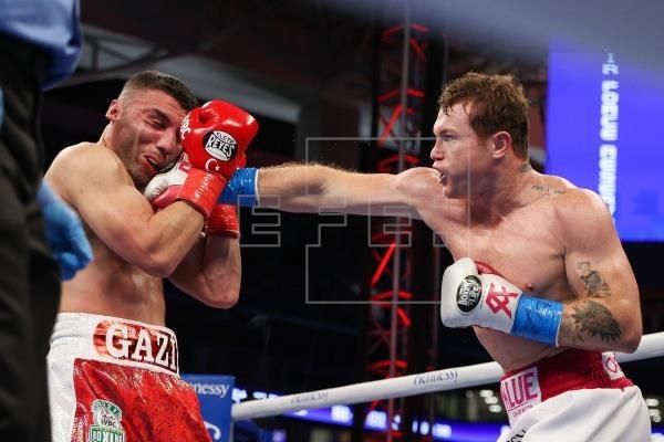 Canelo Álvarez vence a Yildirim en tres asaltos y retiene sus título