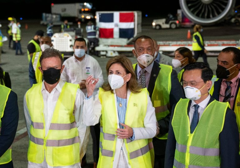 República Dominicana recibió la noche de este martes las 768 mil vacunas chinas Sinovac