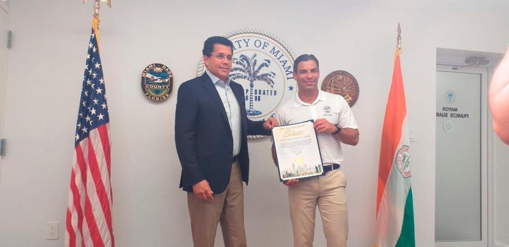 El ministro de Turismo dominicano recibió una distinción del alcalde Francis Suárez