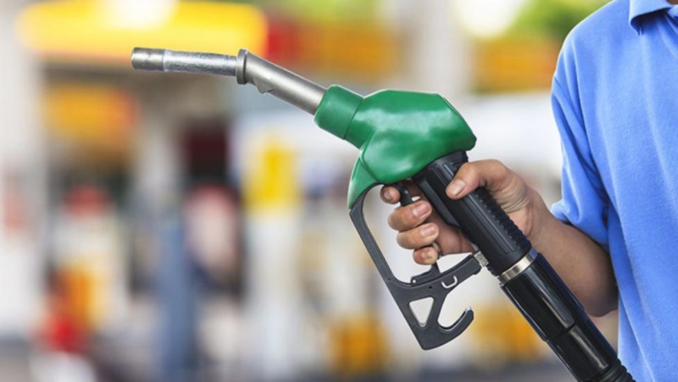 Gasolina regular sube 3 pesos y la premium 1.40, según dispone Industria y Comercio