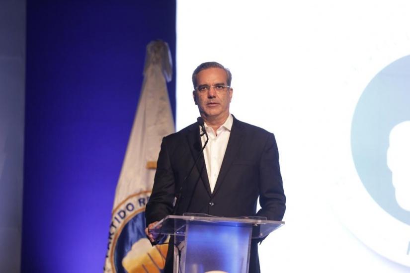 LA afirma que en lo que va de año la DGII y Aduanas han recaudado 15% más de lo presupuestado